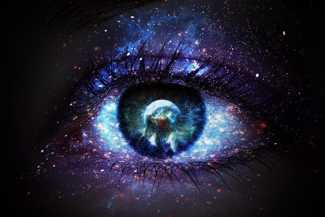 Рисунок в глазах космос